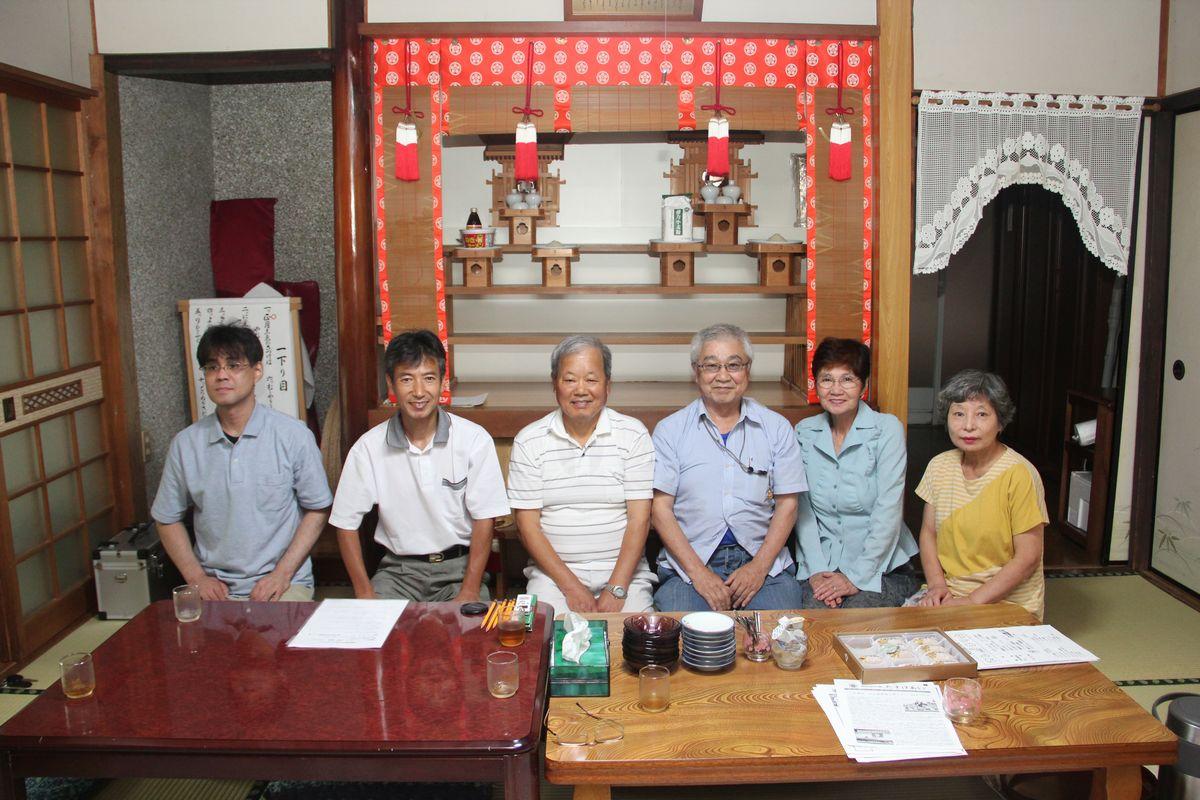 写真は左より、原田さん、土森さん、内田勝さん、大津さん、重松さん、内田和子さん